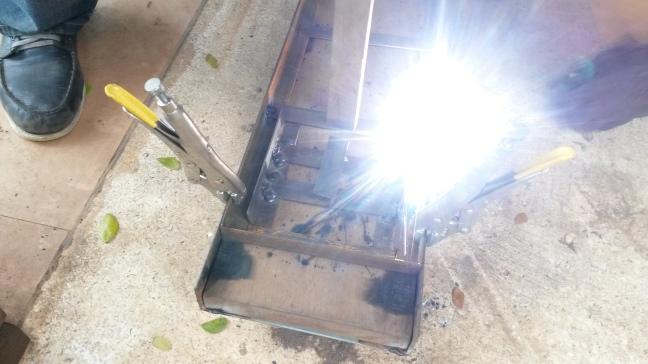 weld flat bar ladder into 2d truss frame